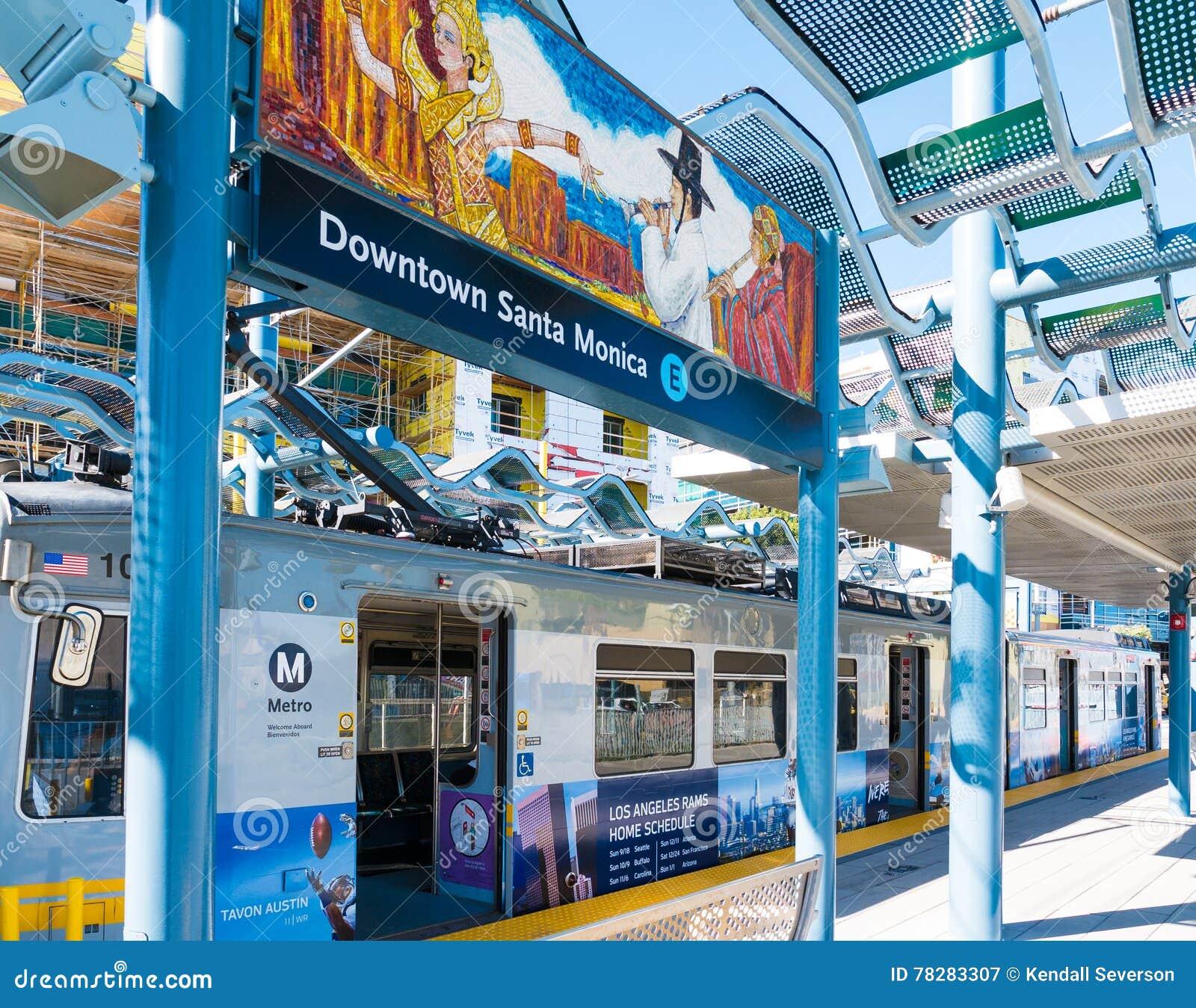 Metra światła poręcz & sztuki malowidło ścienne W W centrum Snata Monica platformie