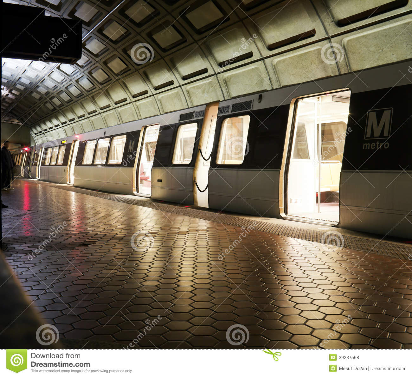 Download Metro foto de stock. Imagem de passageiro, multidão, assento - 29237568