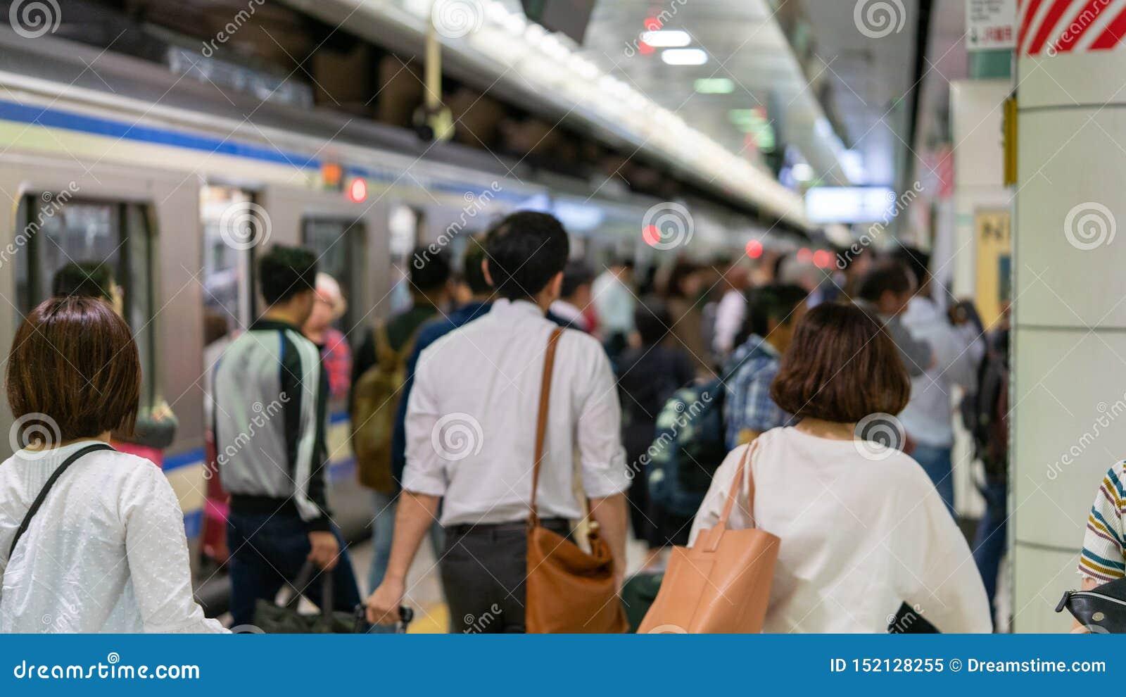 Metro de Japão - horas de ponta