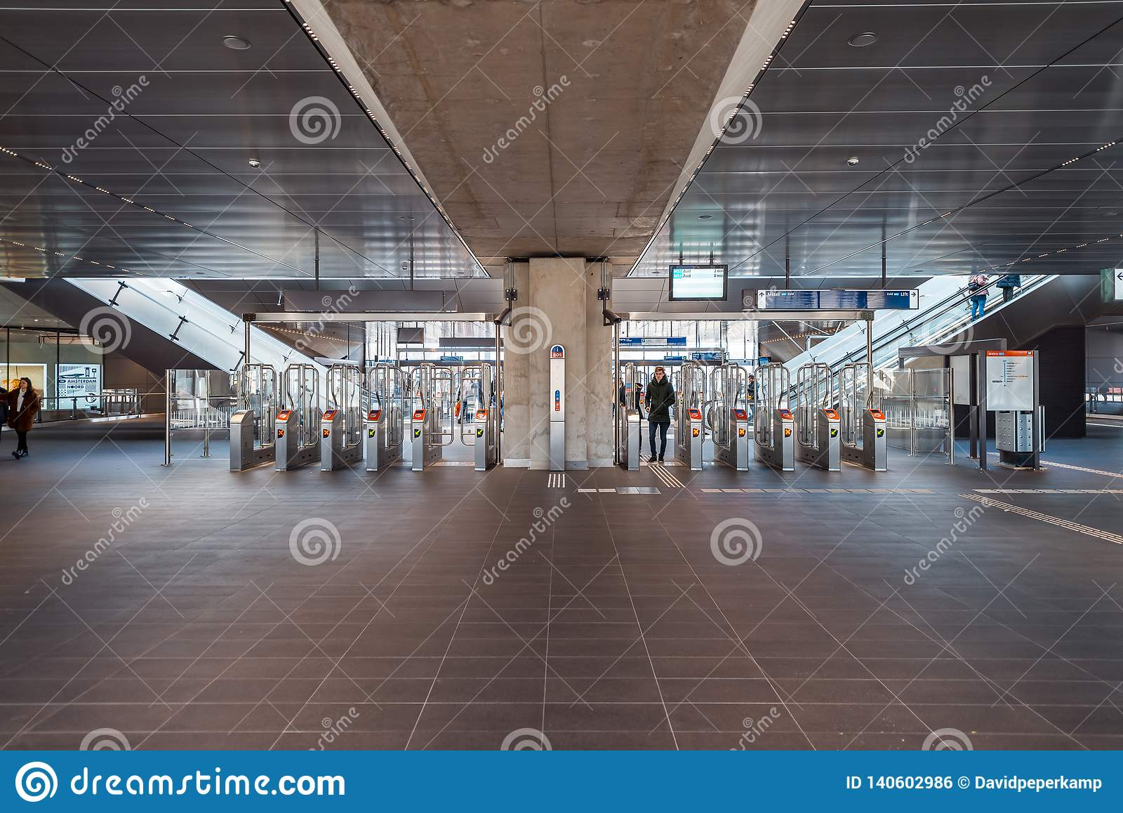 Metro, metro, stacja metra Amsterdam Noord/, Nederland