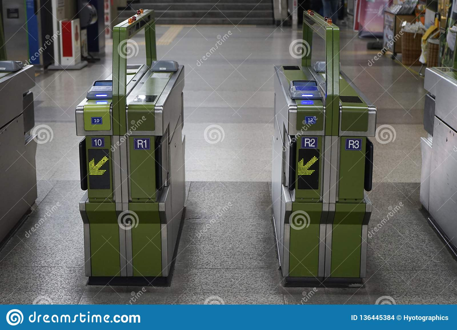 Metroingang en de machine van de uitgangspoort, Seoel, Korea
