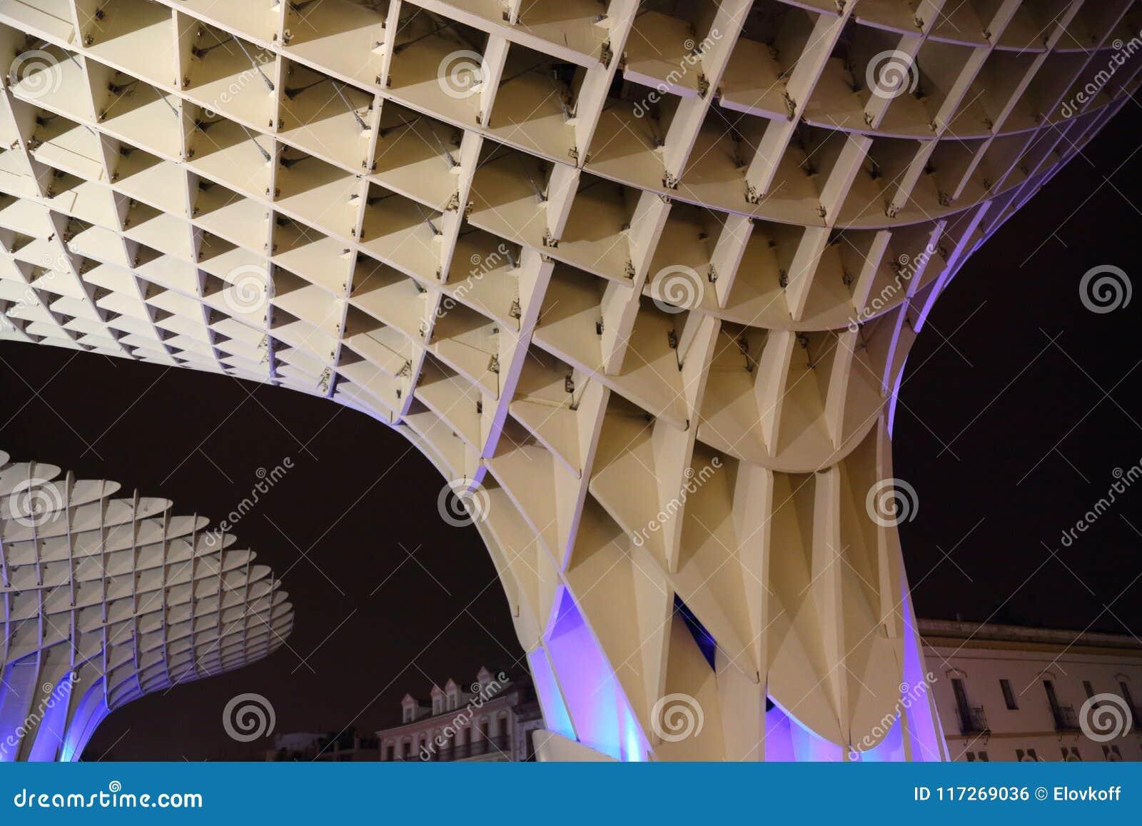 Metropol-Sonnenschirm in Plaza de la Encarnacion, die größte hölzerne Struktur in Europa