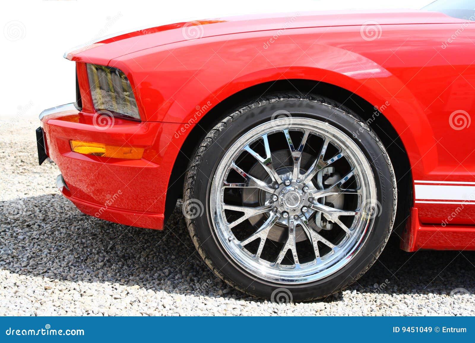 Mette in mostra la vettura da corsa