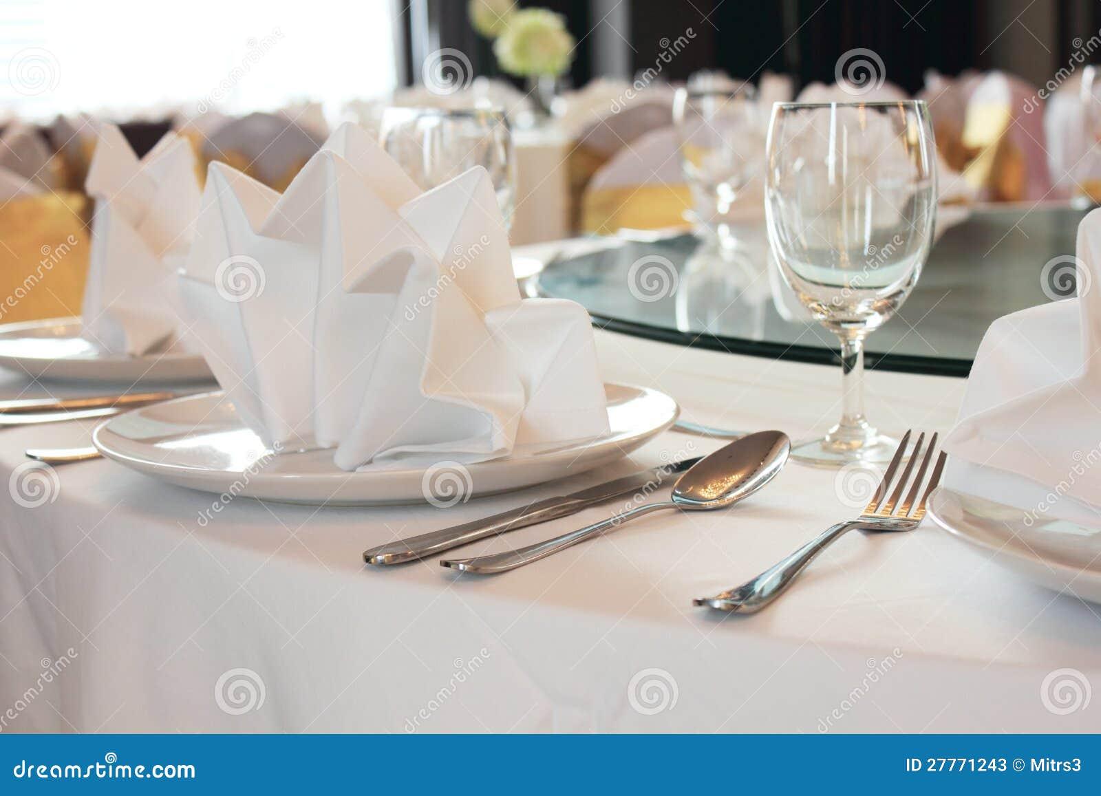 Mettez la table de salle à manger