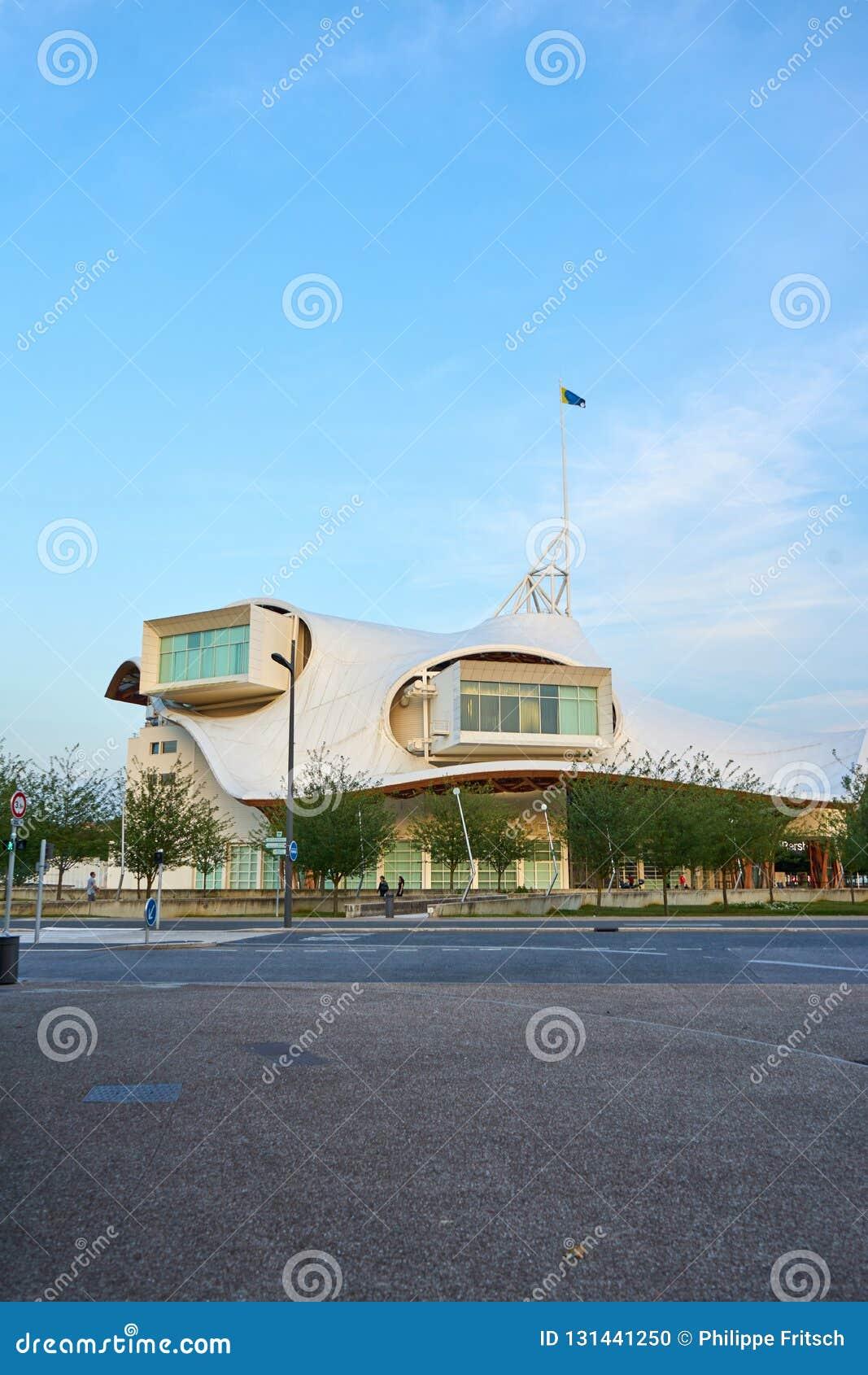 Metz/Grootst/Frankrijk/Juni 2018: Centrum pompidou-Metz, Frankrijk Het gebouw is een museum van moderne en eigentijdse kunsten, e
