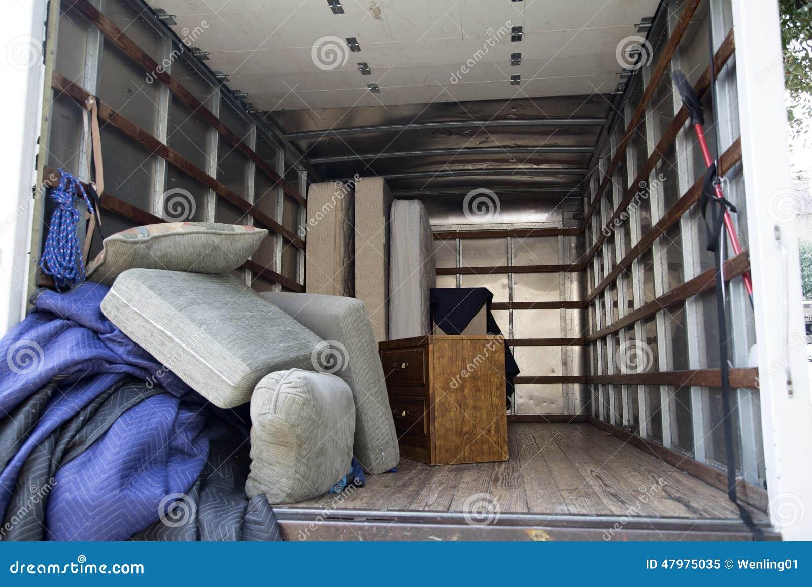 Meubilair in de vrachtwagen
