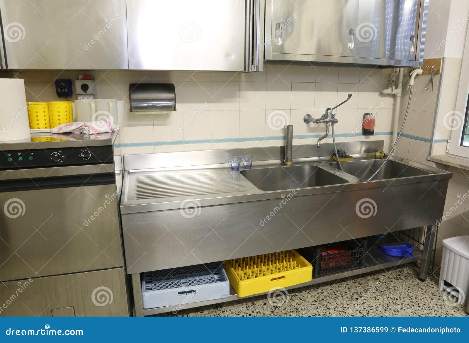 Meuble De Cuisine Industriel meubles d'acier inoxydable d'une cuisine industrielle avec