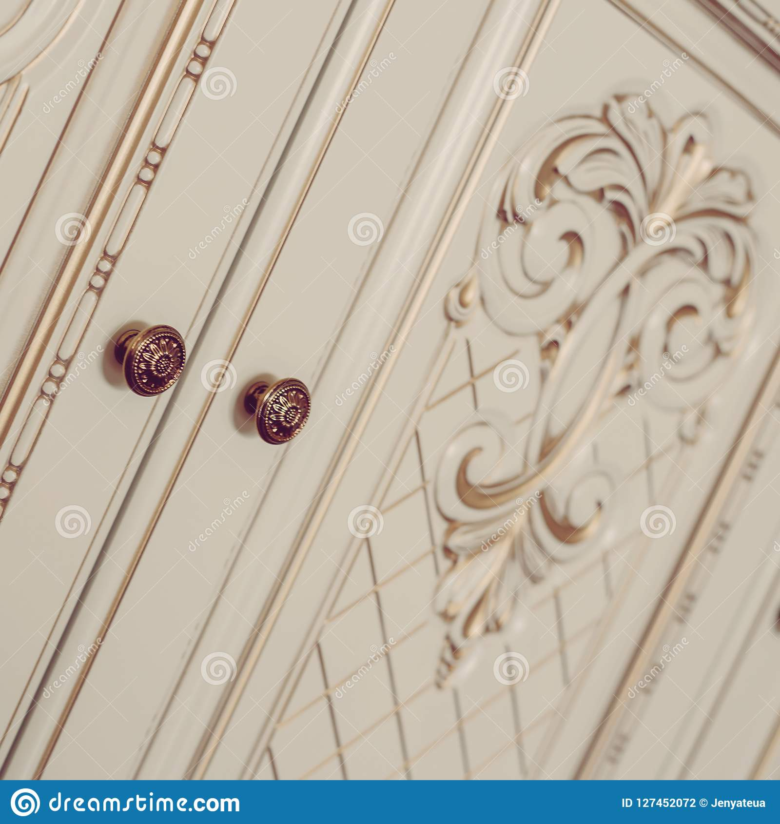 Patine Blanche Sur Bois meubles dans le style classique bois blanc de couleur avec l