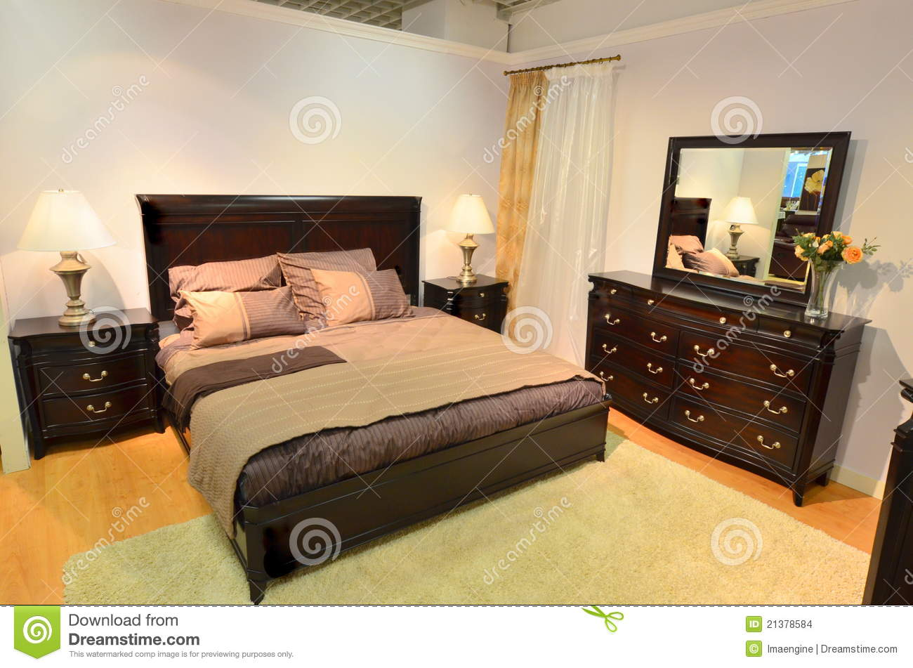 meubles en bois de chambre coucher classique images stock image 21378584. Black Bedroom Furniture Sets. Home Design Ideas