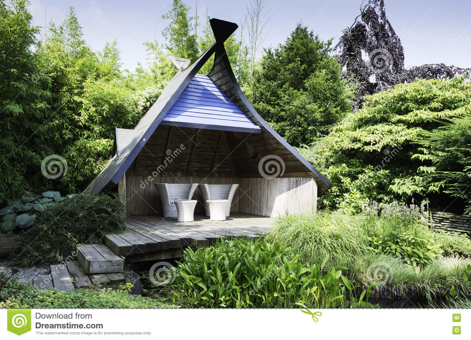 Meubles Modernes De Jardin Dans Le Jardin Anglais Image Editorial