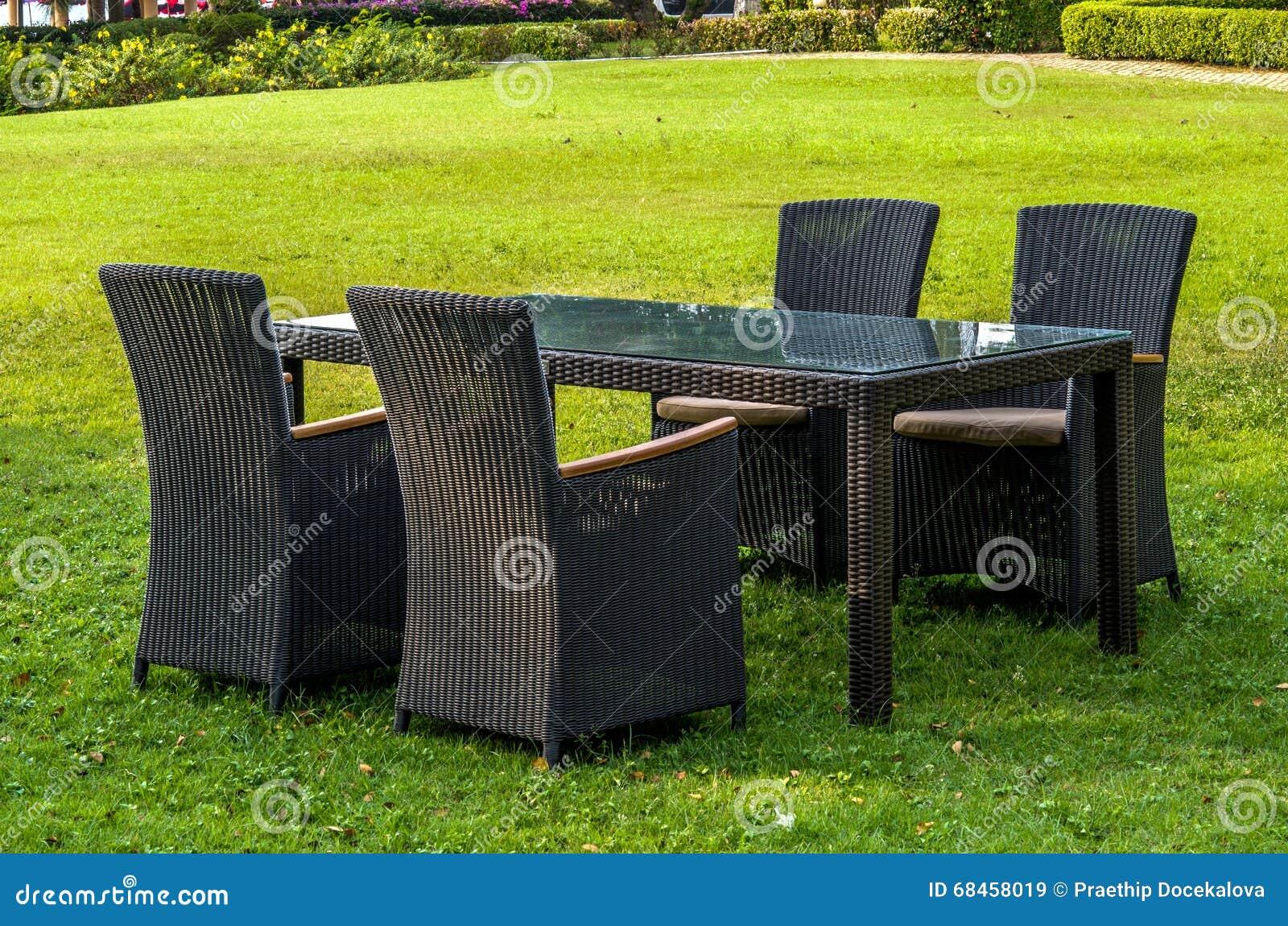 Meubles Table Et Chaises De Rotin Dehors