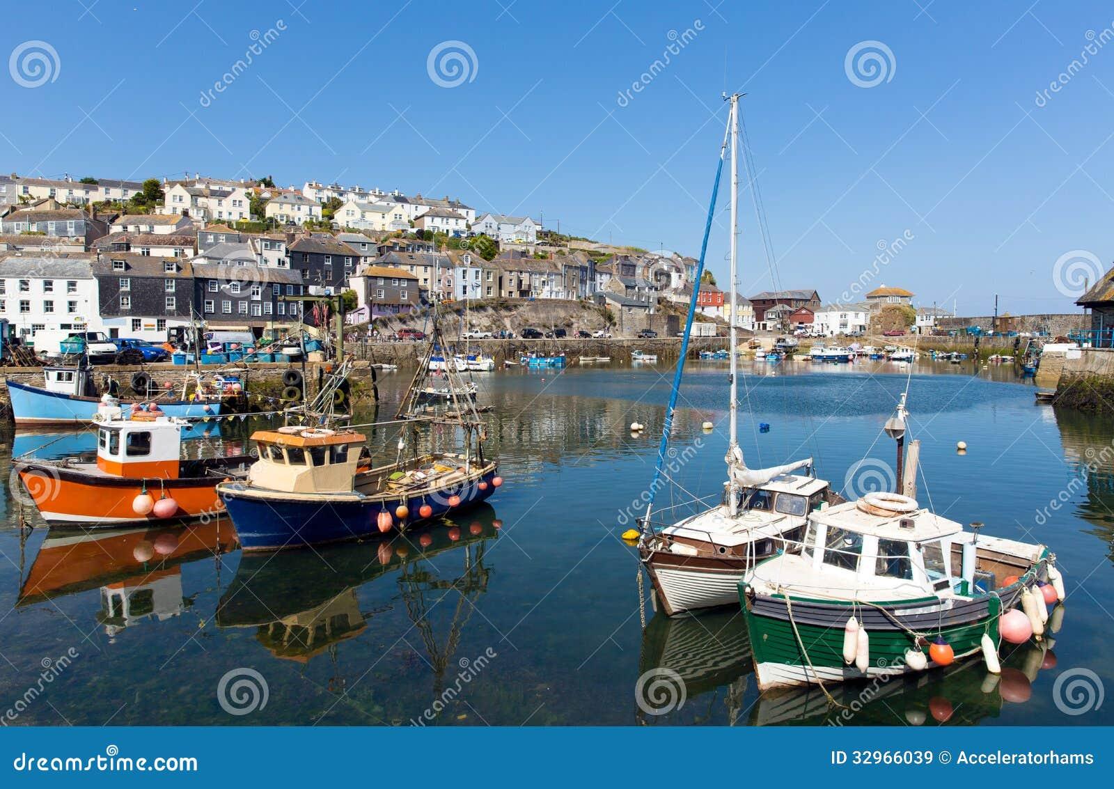 Mevagissey康沃尔郡英国五颜六色的小船在港口