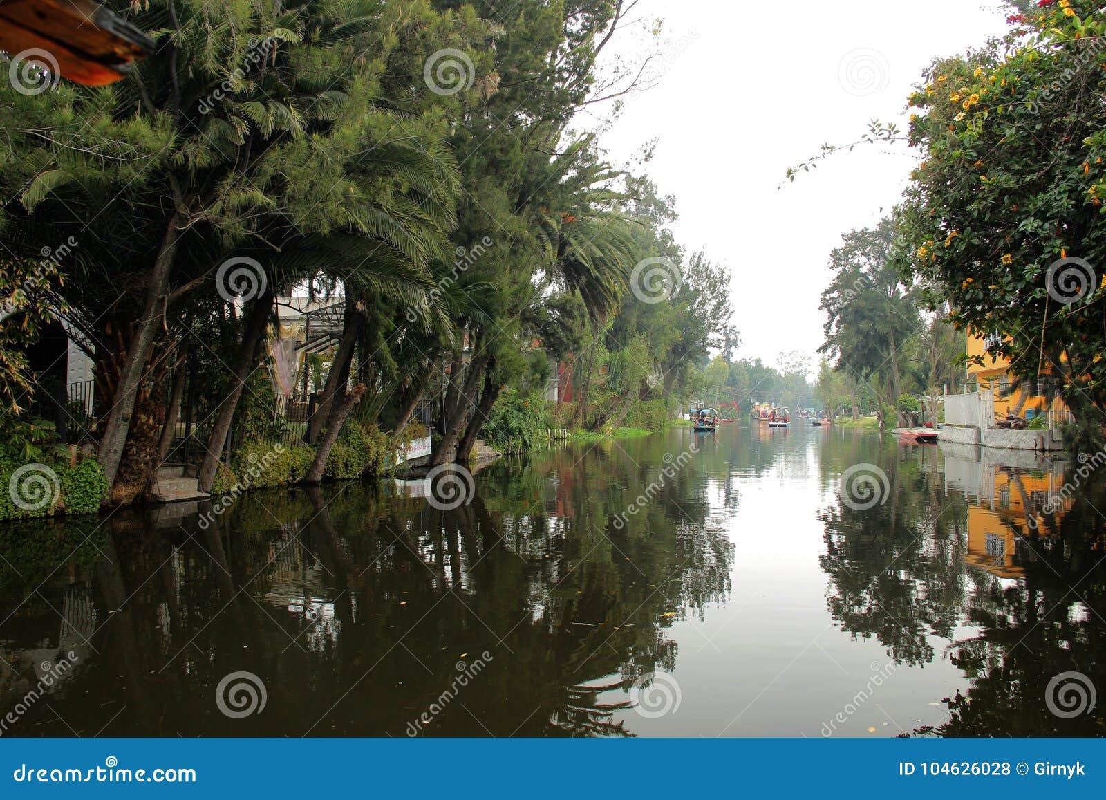 Download Mexicaans Waterdistrict Van Xochimilco Stock Foto - Afbeelding bestaande uit gondola, wereld: 104626028