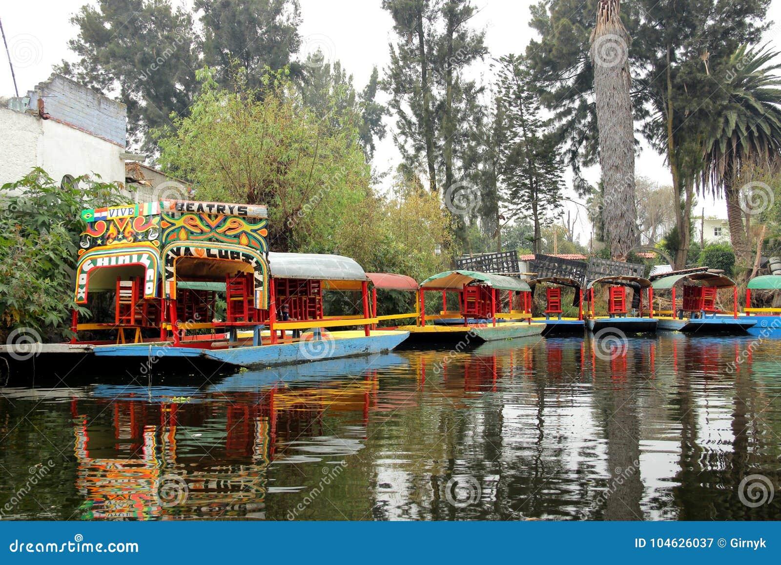 Download Mexicaans Waterdistrict Van Xochimilco Redactionele Fotografie - Afbeelding bestaande uit aantrekkelijkheid, gemeente: 104626037