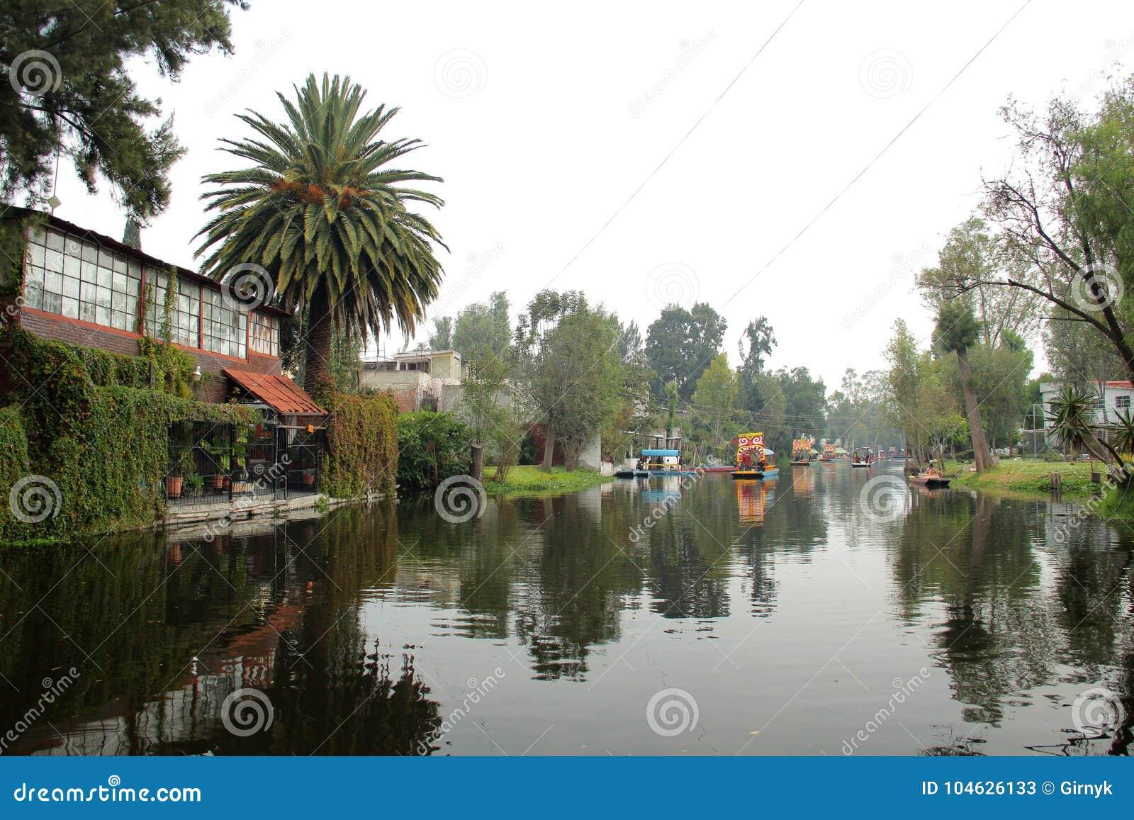 Download Mexicaans Waterdistrict Van Xochimilco Stock Afbeelding - Afbeelding bestaande uit park, mexicaans: 104626133