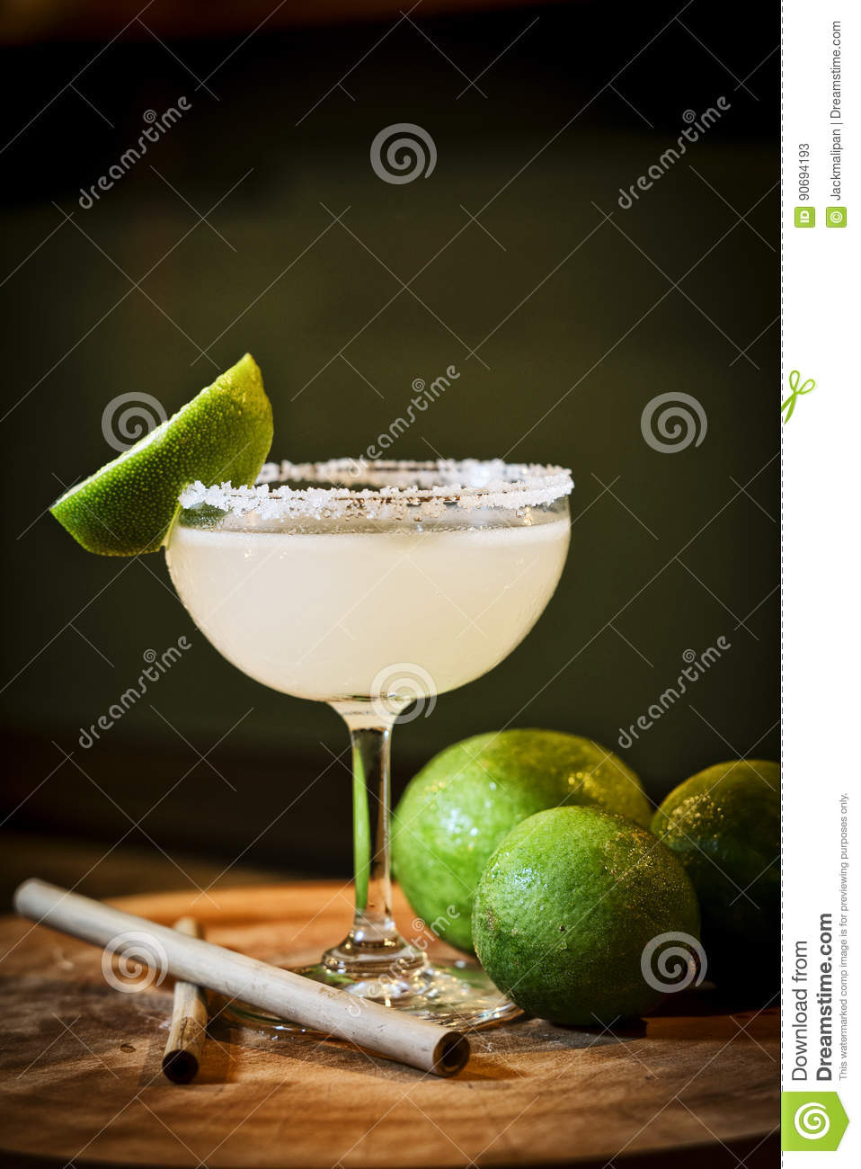 Mexicaanse de cocktaildrank van Margarita van de citroenkalk in bar