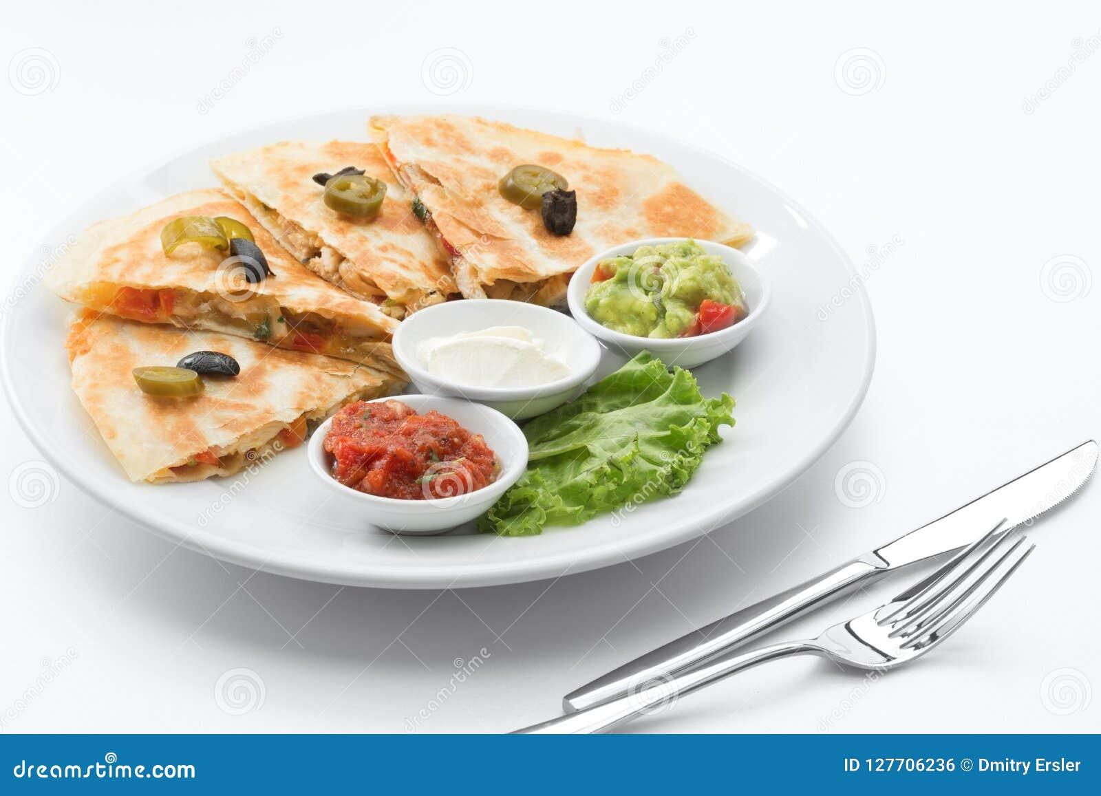 Mexicaanse quesadilla op witte rug