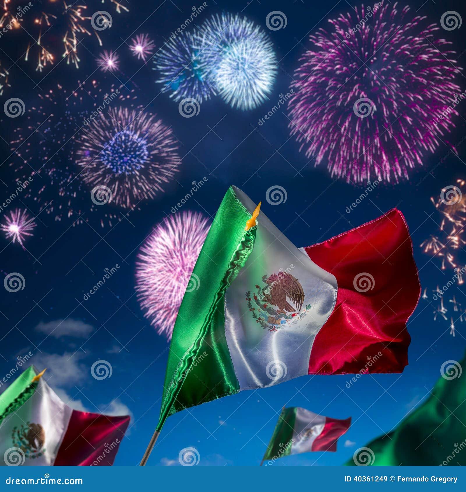 Mexicaanse vlaggen met vuurwerk, onafhankelijkheidsdag, cincode Mayo Ce