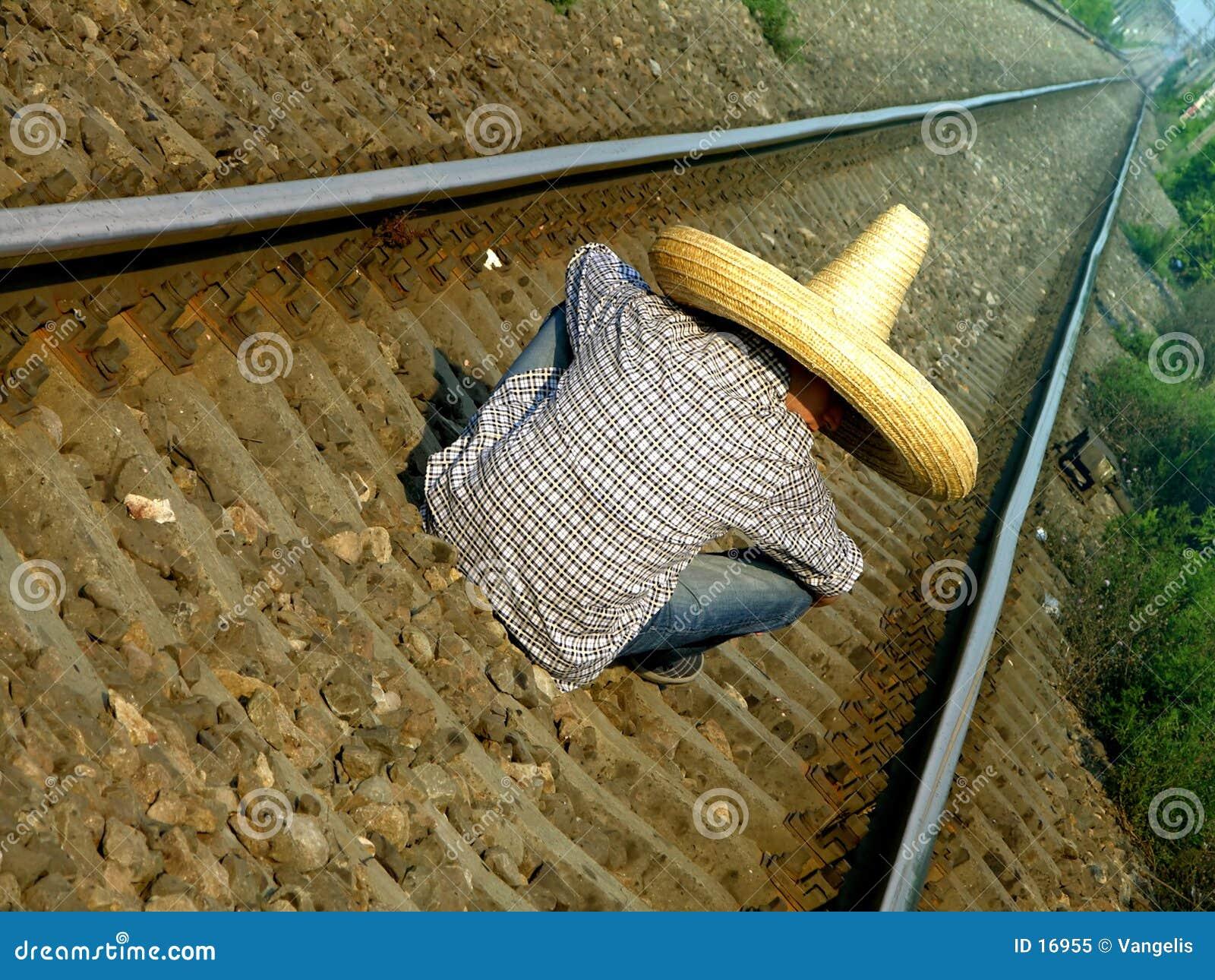 Mexicain attendant le train