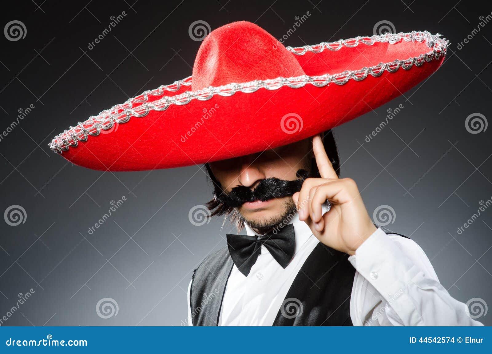 Mexicano divertido con el sombrero