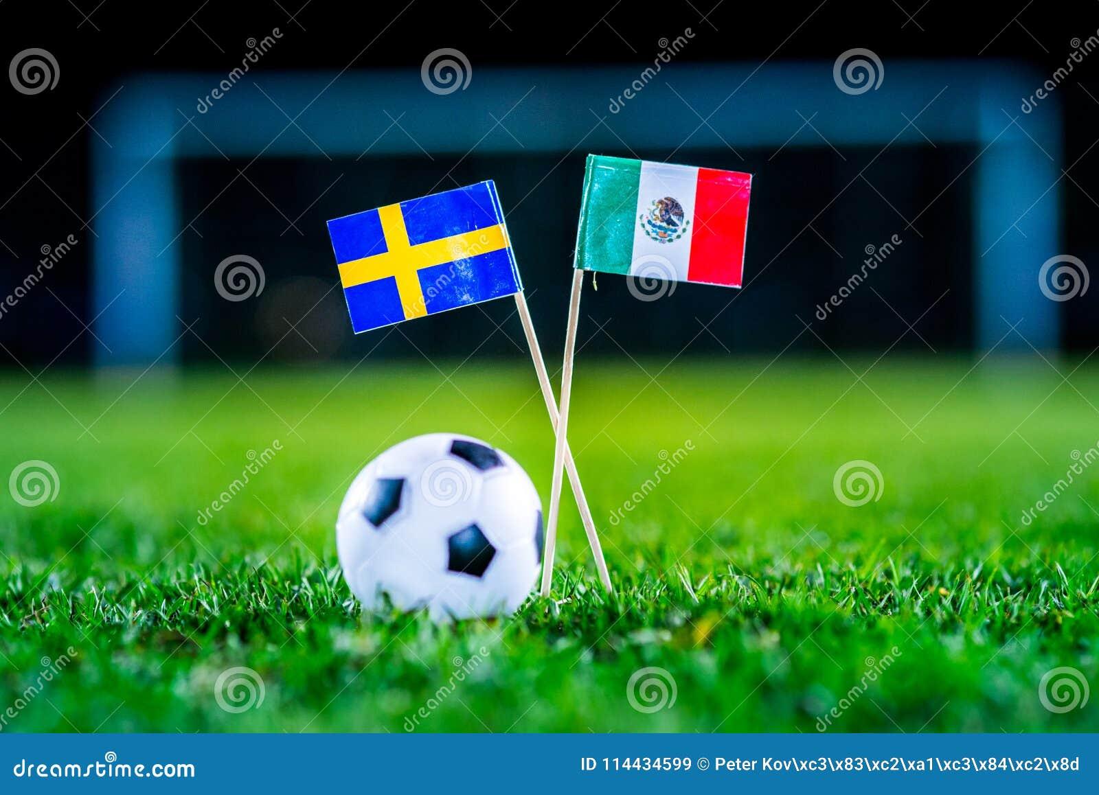 Mexico - Sverige, grupp F, onsdag, 27 Juni fotboll, världscup, Ryssland 2018, nationsflaggor på grönt gräs, vit fotbollbal