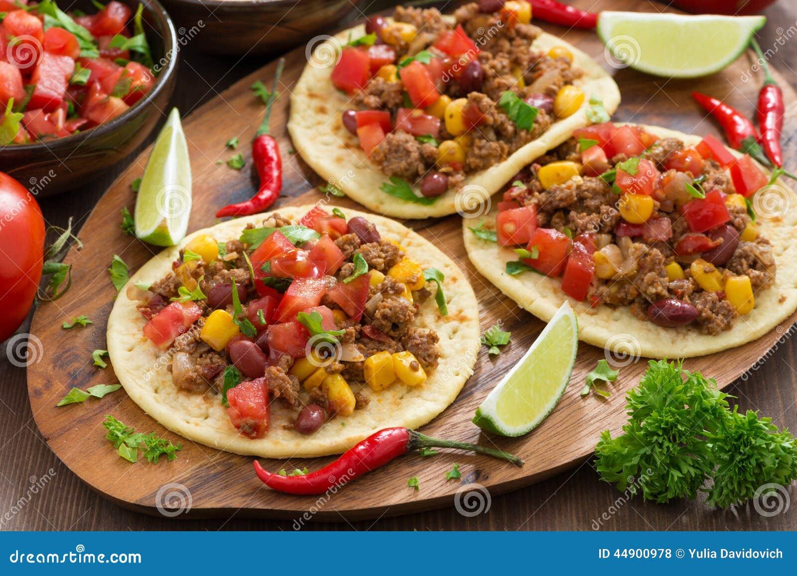 Mexikanische Küche - Tortillas Und Chili Con Carne Und Tomatensalsa Stockfoto - Bild: 44900978