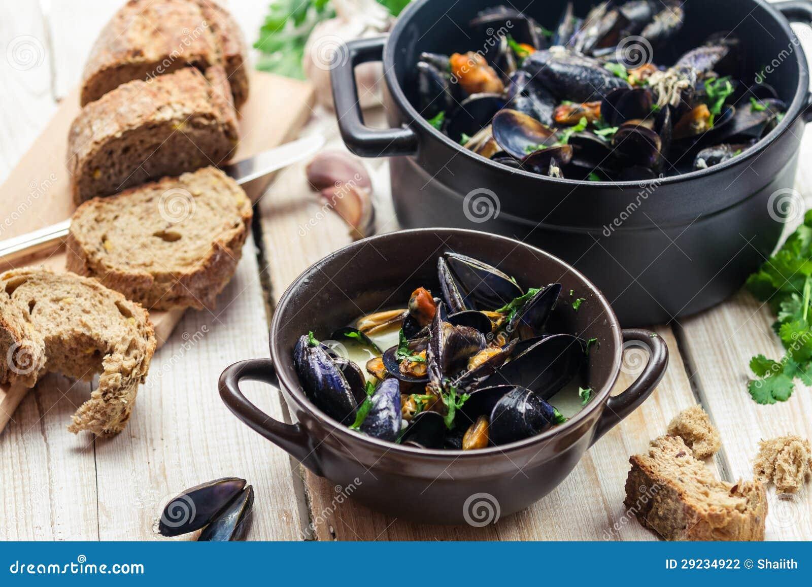 Download Mexilhões Como Um Comensal Pelo Mar Foto de Stock - Imagem de alimento, italiano: 29234922