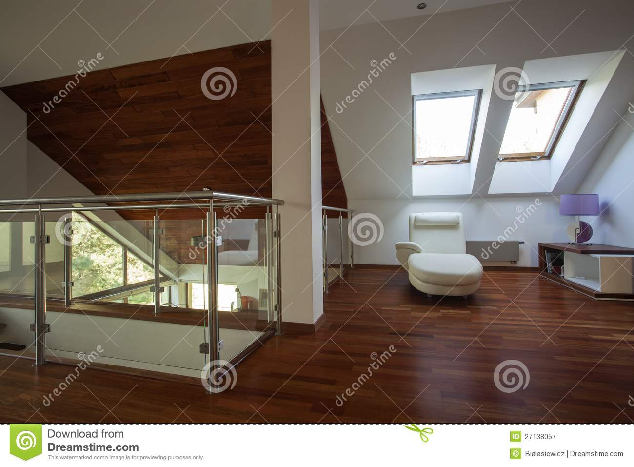 ideas for finished attics - Mezanino Em Uma Casa Moderna Fotografia de Stock Royalty