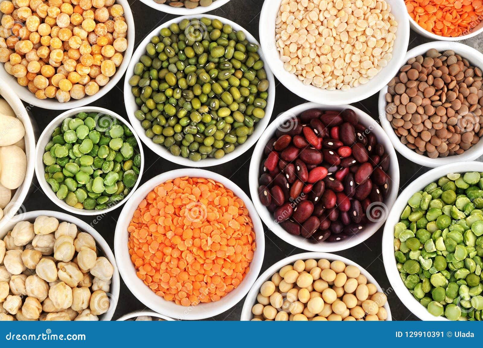 Mezcla de variedades secas de la legumbre: pinto y habas de mung, guisantes clasificados de las lentejas, de la soja, amarillos y