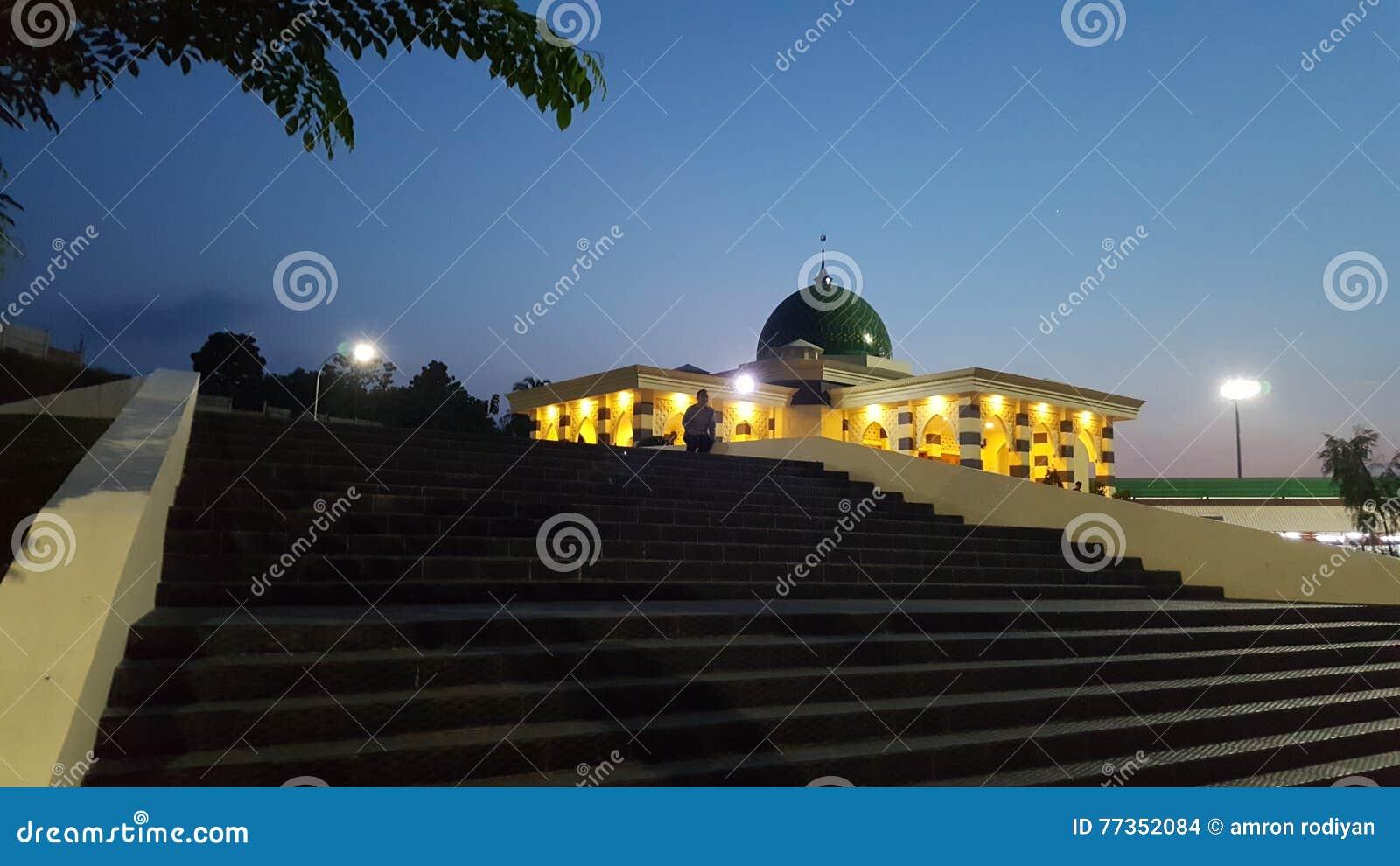 Mezquita cuando el venir de la noche