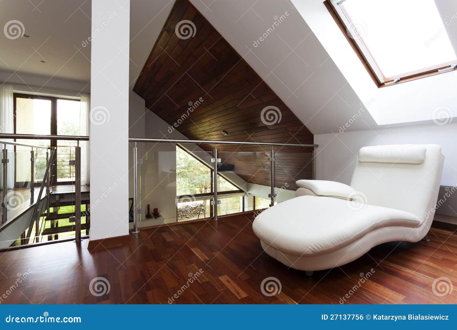 Mezzanine met leunstoel stock foto afbeelding bestaande uit huis 27137756 - Huis mezzanine ...