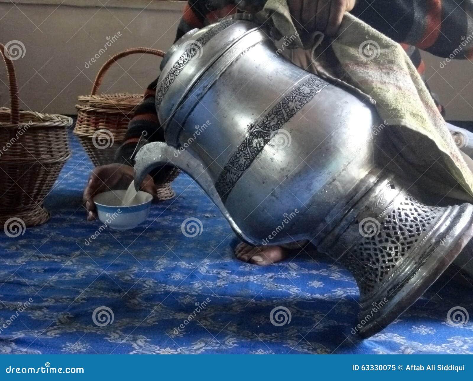 Mezzogiorno Chai (tè salato), Srinagar, Kashmir, India