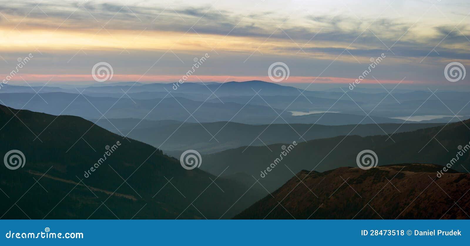 Mglistego wieczór widok od Rohace gór