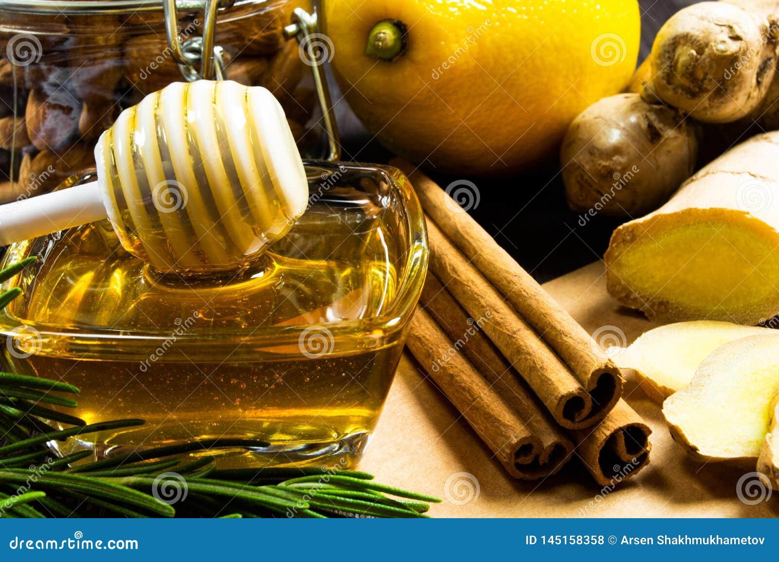 Miód, cytryna, imbir i cynamon, - pożytecznie additives herbata i napoje