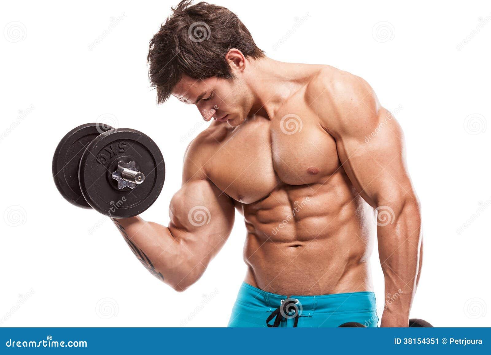 Mięśniowy bodybuilder facet robi ćwiczeniom z dumbbells nad whi