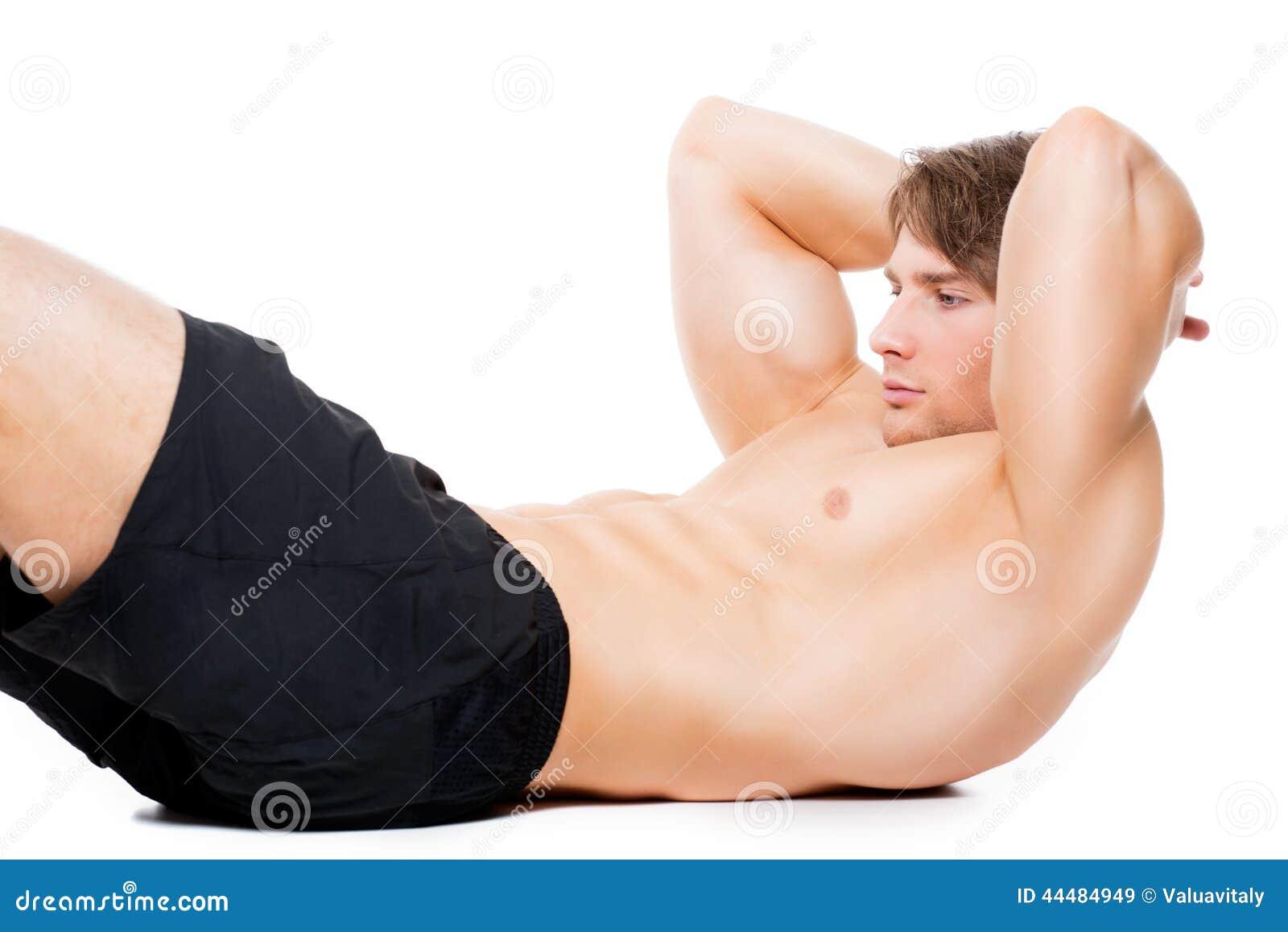 Mięśniowy sportowiec ćwiczy na podłoga