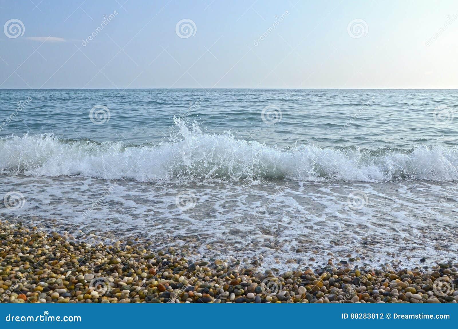 Miękka delikatna fala na Czarnym morzu