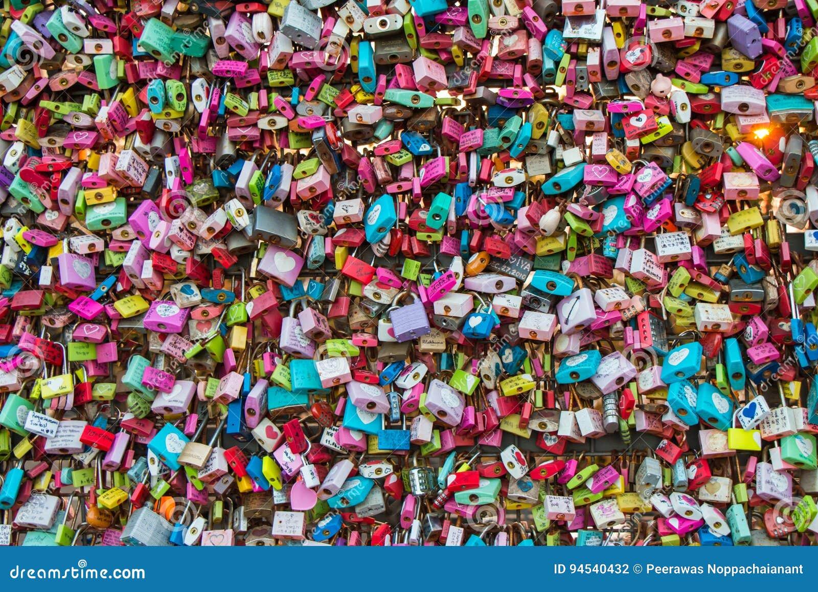 Miłość kędziorki na Seul N wierza