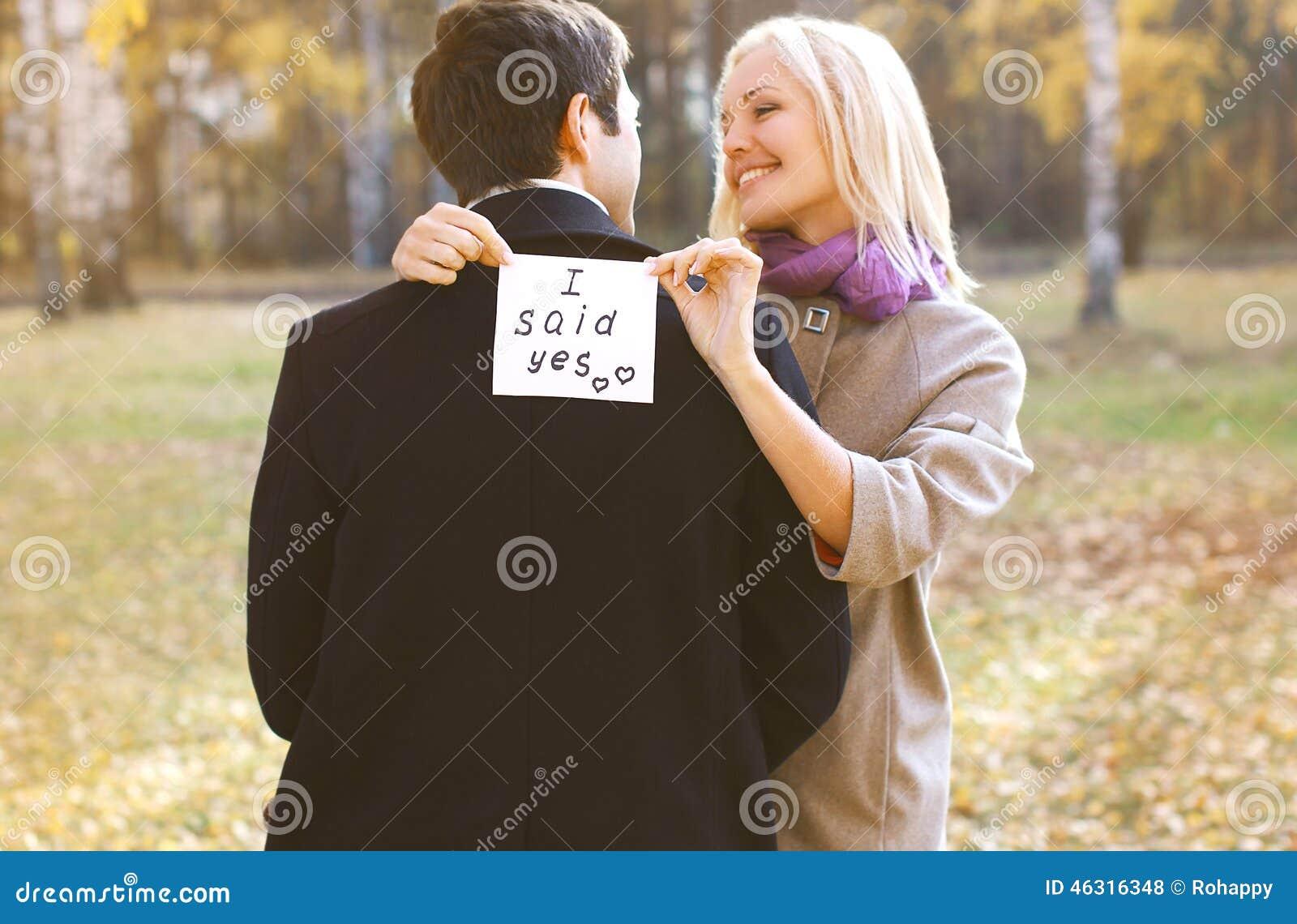 Miłość, związki, zobowiązanie i ślubny pojęcie, - para