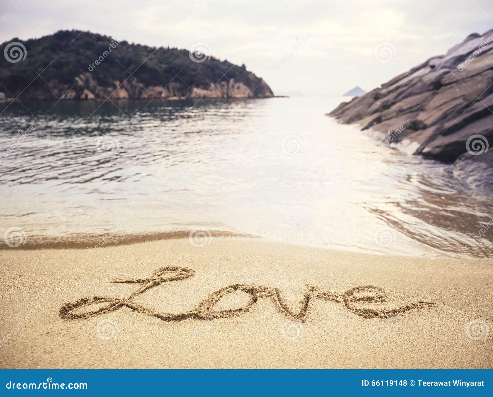 Miłości handwriting na piasek plaży wakacje tle
