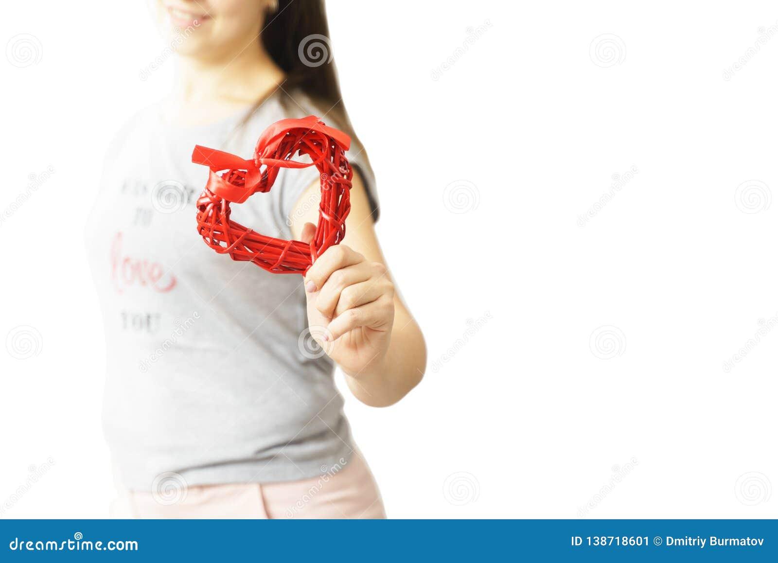 Miłości i valentines dnia kobiety mienia serce