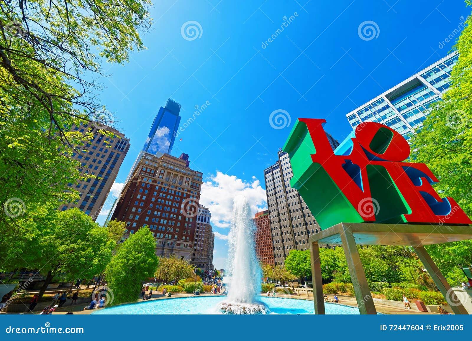 Miłości rzeźba w miłość parku w Filadelfia PA