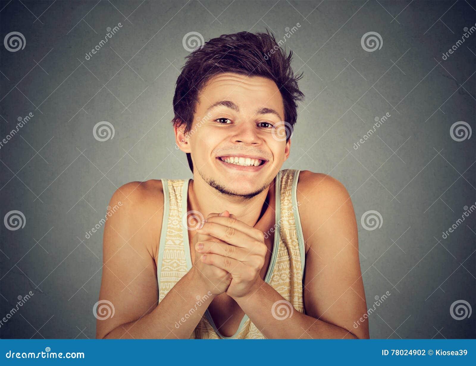 Miły seans spinać młody człowiek ręki, dosyć zadawalają