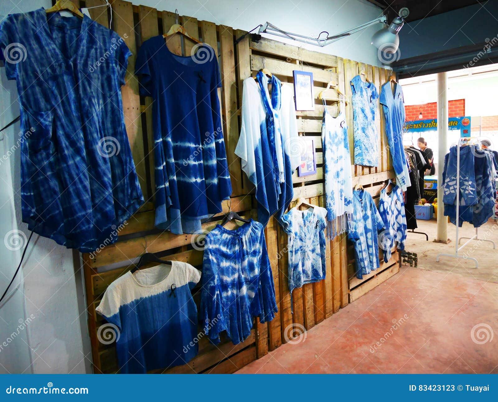 Mi Ropa De Teñido Mauhom I Del Batik Del Lazo De La Casa De Moda De La Tienda De La Ropa Foto De Archivo Editorial Imagen De Ropas Azul 83423123
