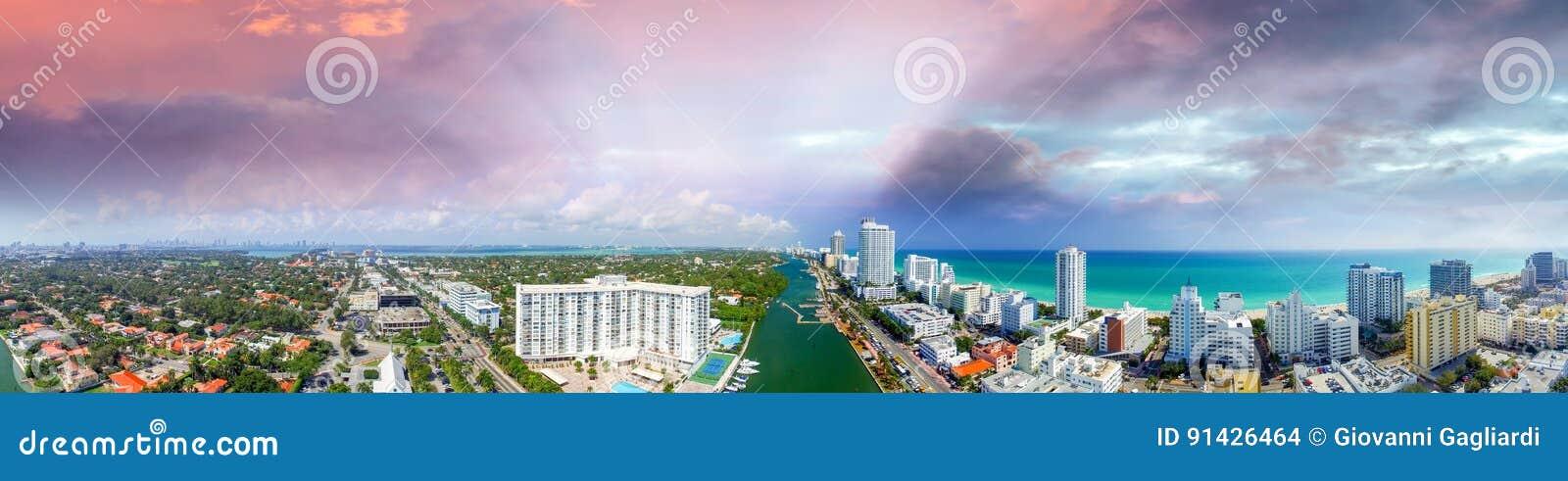 Miami Beach, Florida Panoramische Sonnenuntergangvogelperspektive