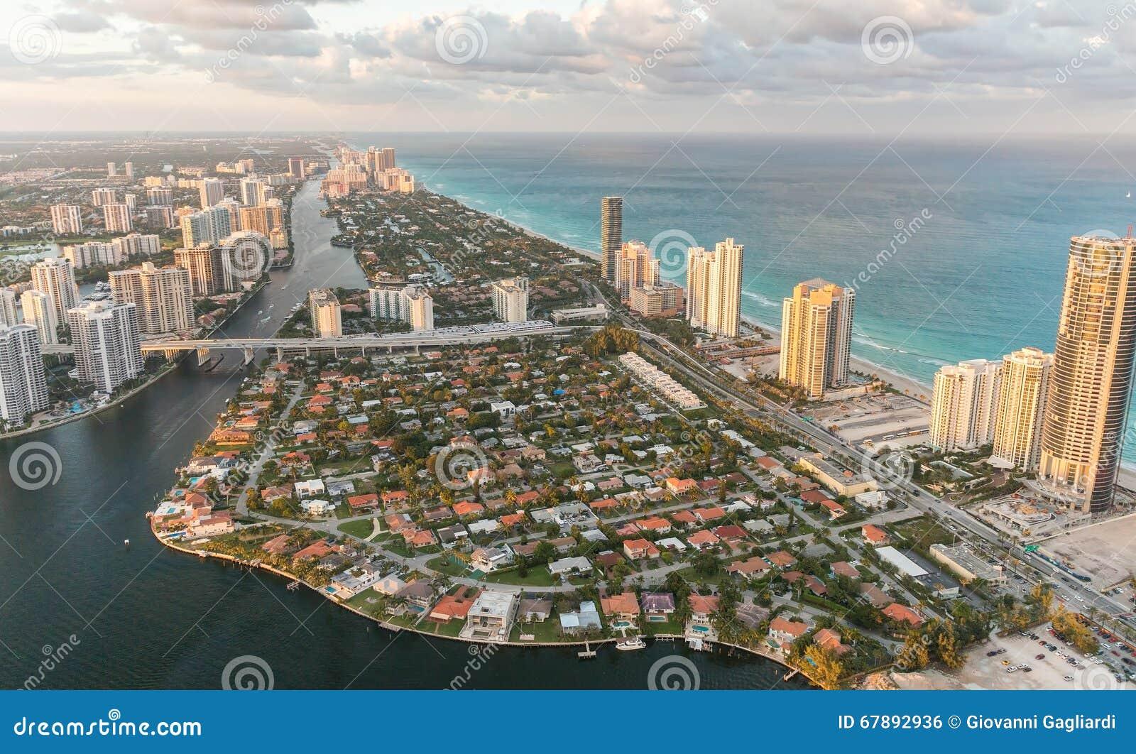 Miami Beach, la Floride Vue étonnante de coucher du soleil d hélicoptère