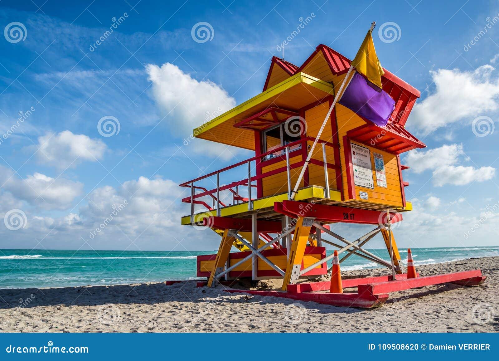 Miami Wyrzucać na brzeg ratownika stojaka w Floryda świetle słonecznym