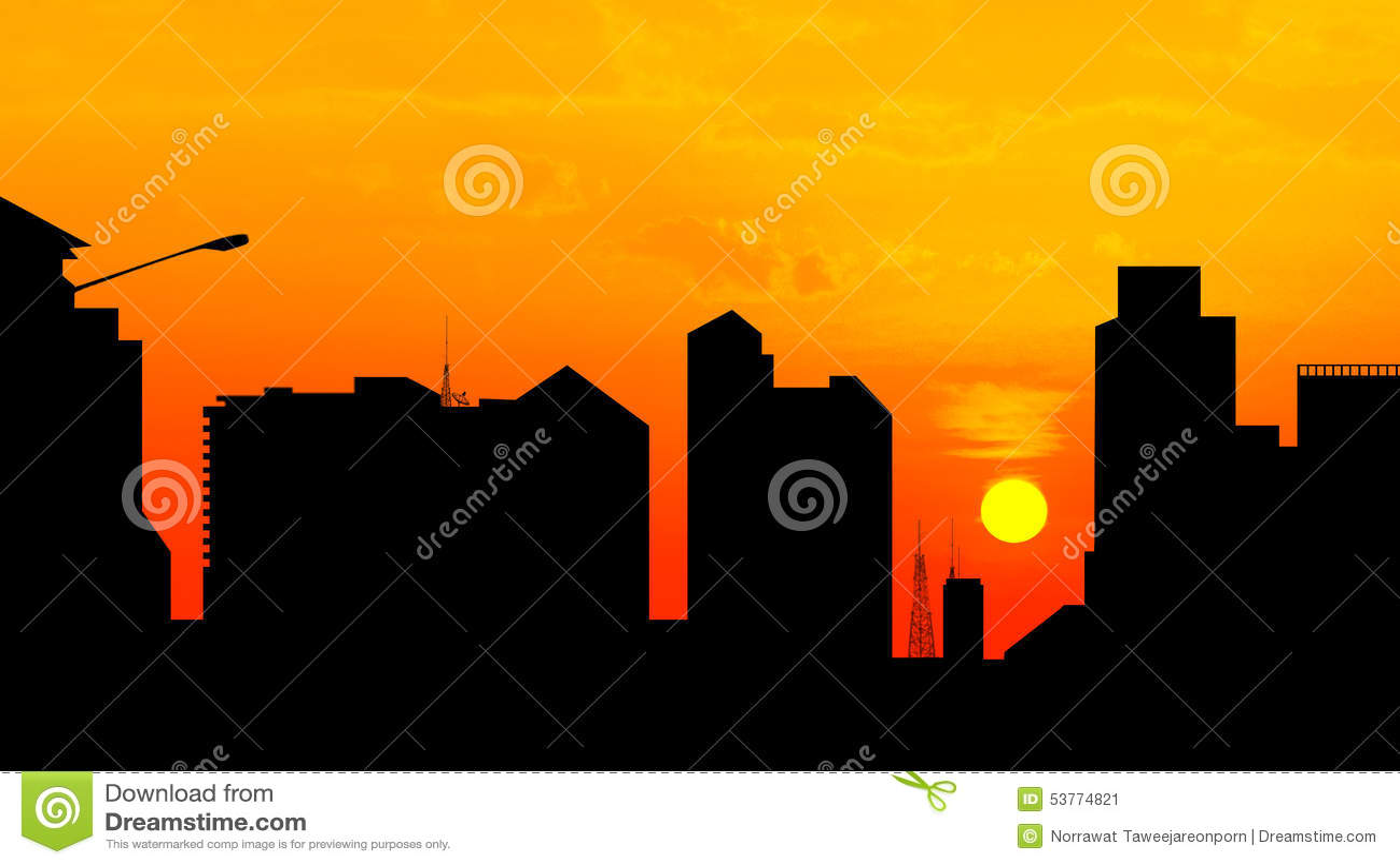 Miasta śródmieście przy zmierzchem, linii horyzontu sylwetka