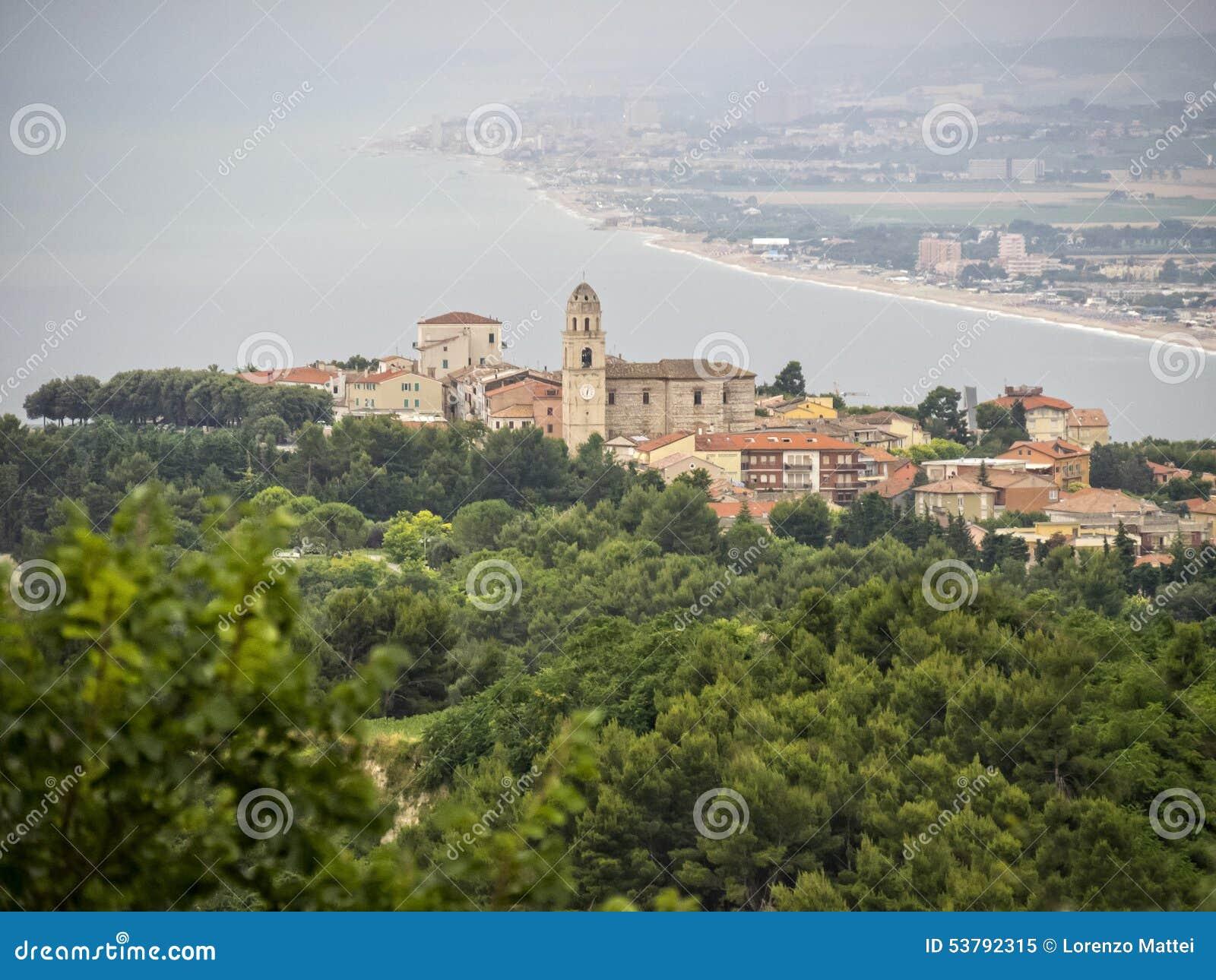 Miasteczko Sirolo, Conero NP, Marche, Włochy