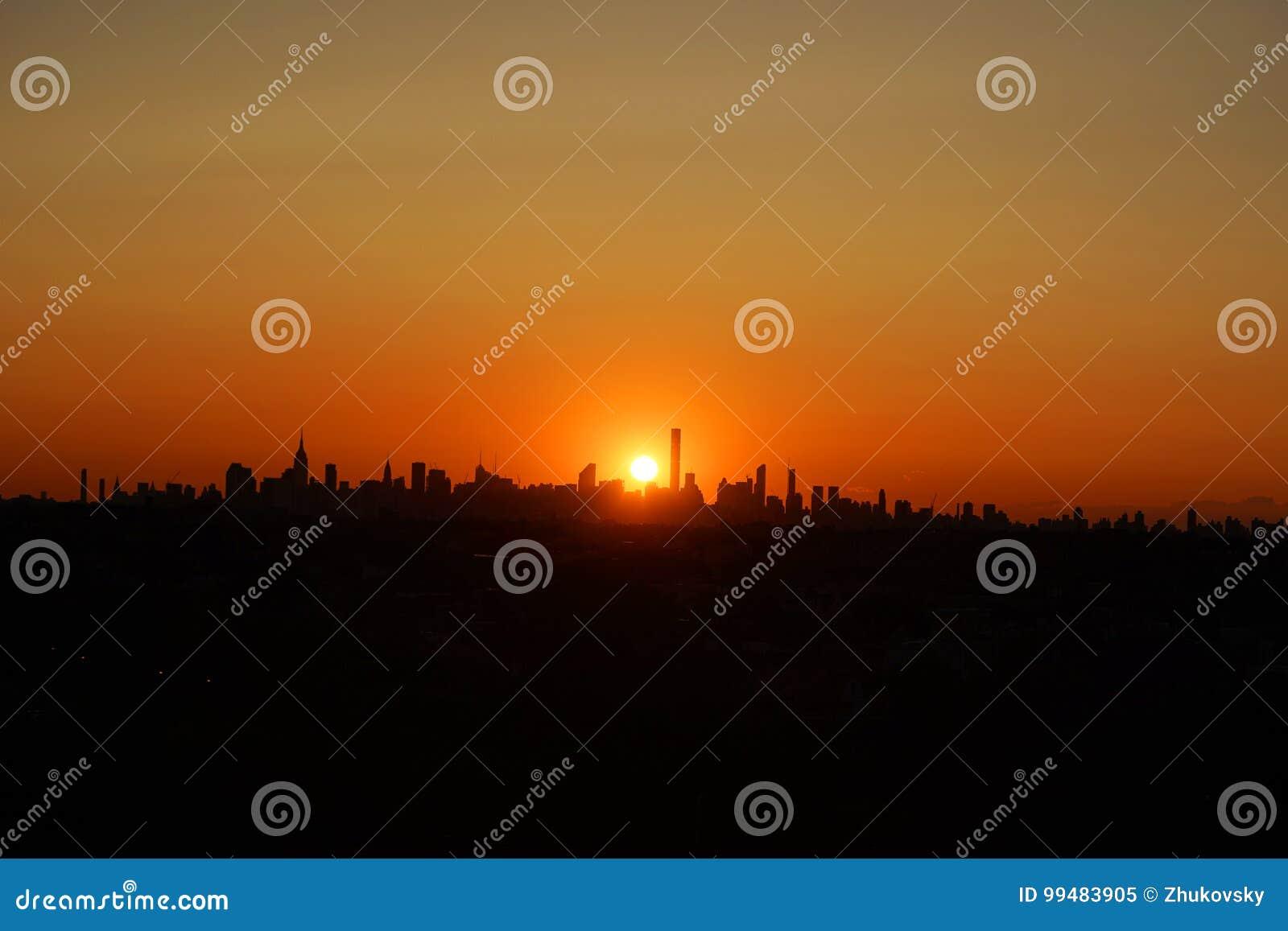 Miasto Nowy Jork linii horyzontu panorama przy zmierzchem